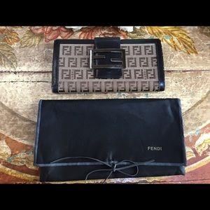 🦋FENDI Zucca Wallet